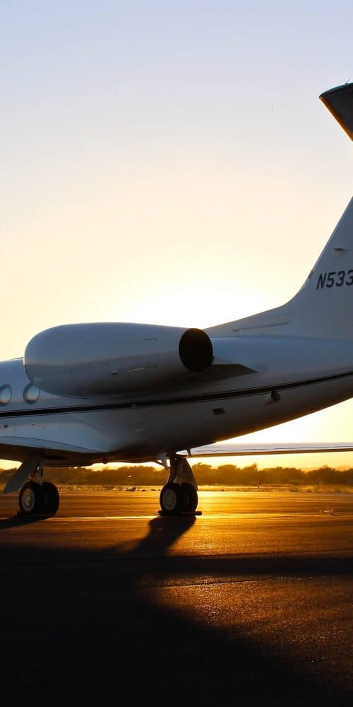 photo 1474302770737 173ee21bab63 private jet